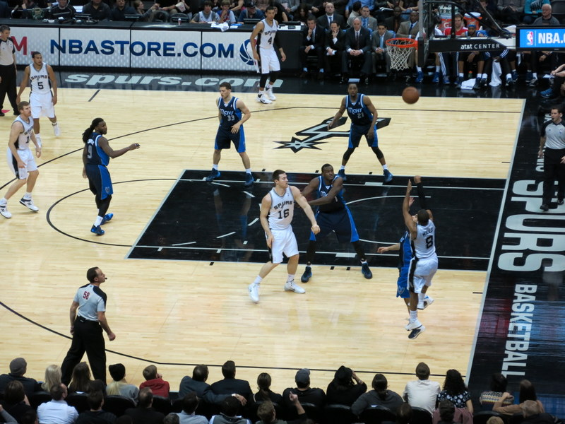 It's Patty Mills (he's number 8)