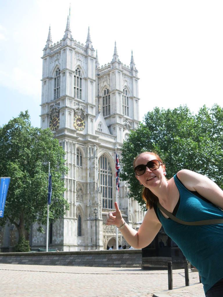 kate gives westminster abbey the thumbs up (before seeing the queue)