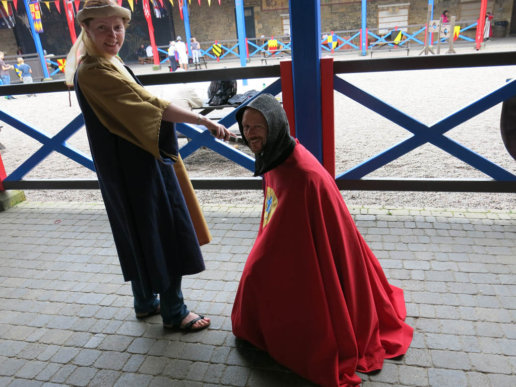 a knight being knighted by a knight
