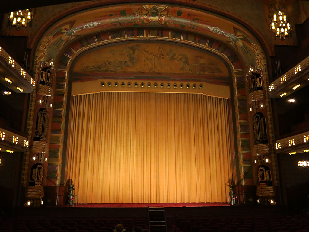 i wish all cinema screen curtains were like this
