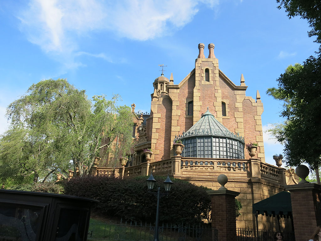 haunted mansion! different looking to its californian counterpart